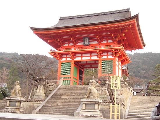 清水寺外面的牌樓