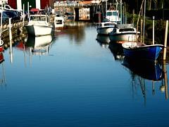 canal (florenarocena) Tags: blue beautiful azul boats boat canal barco vivid bateaux bleu blau bateau azzurro schiff urdin barquitos
