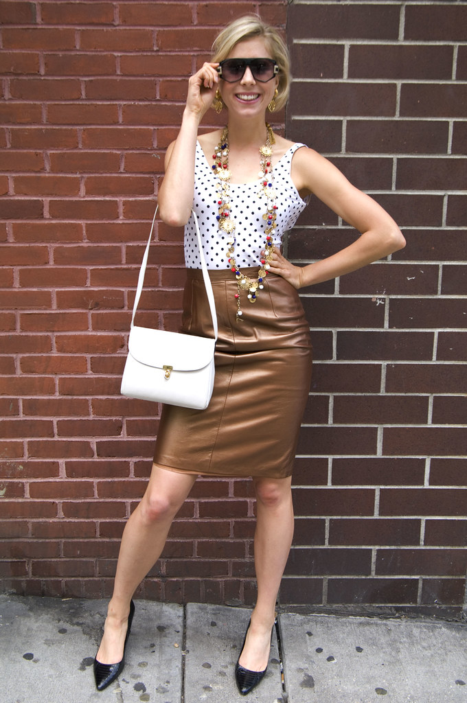 womens vintage fashion outfit 1980s