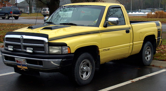 yellow truck stripes olympus 100views dodge ram rt 318 ©allrightsreserved