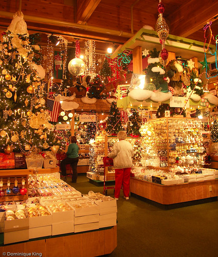 Bronner's Keeps The Lights On For Santa In Frankenmuth