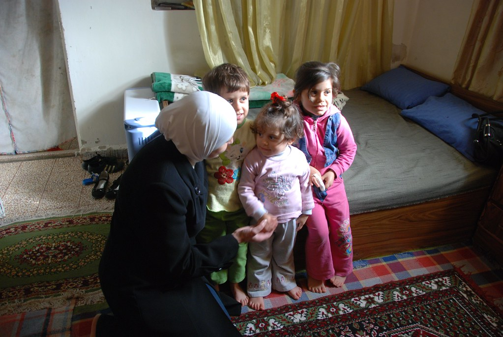UNHCR News Story: Tea and sympathy: Iraqis reach out to fellow refugees in Syria