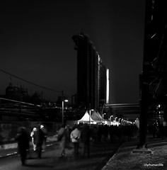 (city/human/life) Tags: winter people blackandwhite bw snow dark licht essen nikon nightshot nacht menschen unesco sw visitors zechezollverein kokereizollverein worldheritage chl weltkulturerbe d90 schwarzweis kulturhauptstadt europeancapitalofculture2010 ruhr2010 nikond90 cityhumanlife essenfrdasruhrgebiet