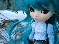 tessa snow (miss_skittlekitty) Tags: outside photography doll afternoon dal pullip custom mitzi cornice kirsche mymelody hangry taeyang rewigged drta rechipped catcraig