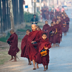 Train of monks - Inle Lake (samthe8th) Tags: sam burma accepted1of100 indigo monk monks hero myanmar inlelake greenlantern bu gellman nyaungshwe morningalms matchpointwinne
