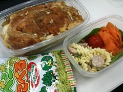 100414 カツ丼弁当おやつ付き!