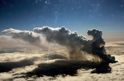 El volcán surge