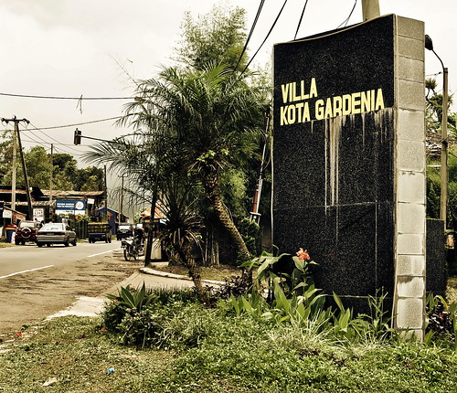 Villa Kota Gardenia entrance sign