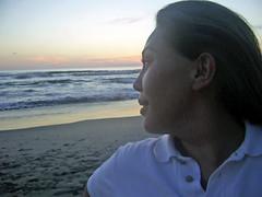 Mi tranquilidad y yo (.:marce..campos:.) Tags: costa mexico atardecer mar mujer michoacan playaazul tranquilidad costamichoacana
