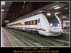Haciendo tiempo (Powell 333) Tags: madrid auto espaa train canon tren trenes noche spain media railway trains 7d estacion nocturna powell motor railways 449 caf mitsubishi regional estacin toma 011 distancia ferrocarril renfe viajero pasajeros chamartin adif ffcc automotor regionales propulsado autopropulsado 449011