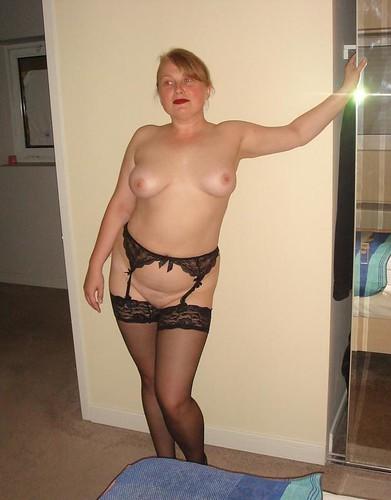 braless breasts nipple slip pics: braless