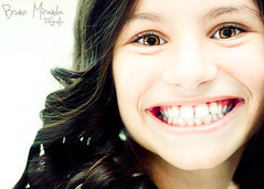 Be happy! (MIRANDA, Bruno) Tags: smile brasil 100mm littlegirl garota sorriso f28 par belm brunomiranda