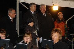 Ekkehard Band, Klaus Wowereit, Peer Giesecke, Kerstin Becker in Berlin Lichtenrade (Pete Shacky) Tags: berlin geotagged skulptur einweihung klauswowereit enthllung lichtenrade mauerfall peergiesecke ekkehardband kerstinbecker geo:lat=5237539115820667 geo:lon=1341894247820496