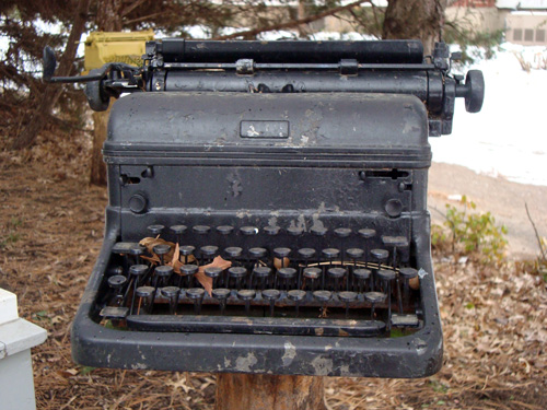 12-12-black-typewriter