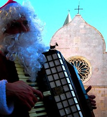 Istrian best wishes... to my friends ! (pierovis'ciada) Tags: christmas accordion santaclaus mm istria babbonatale istra fisarmonica muggia istrien muja istre abigfave istriani bellitalia