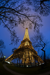 The Grande Dame of Paris (Vincent Montibus) Tags: paris nikon tripod eiffeltower toureiffel bluehour af nikkor 16mm f28 d3 thebluehour heurebleue trpied trpied
