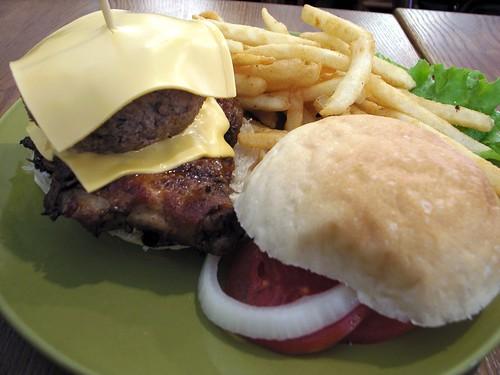 牛肉烤雞堡