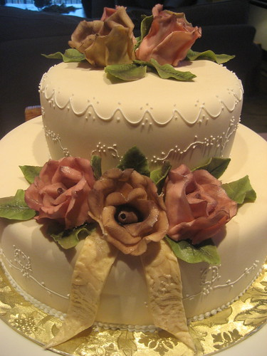 An example of a small but very elegant wedding cake