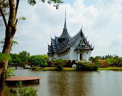 (jon.noj) Tags: travel thailand downtown bangkok 2010 amazingthailand jonnoj ancientsiam jonbinalay