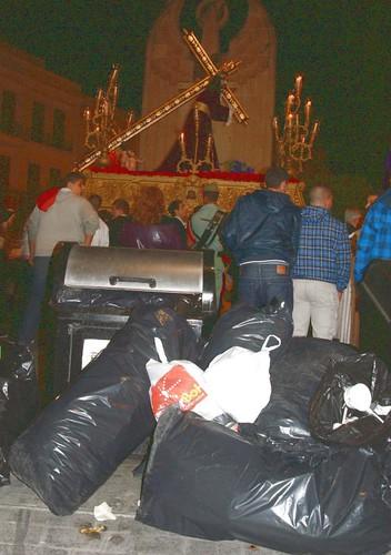 2 Basura Plaza Héroes España - al Paso del Nazareno - Miércoles Santo