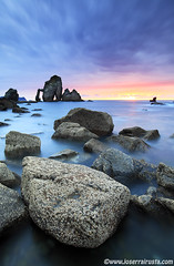 The North Photo tour (Joserra Irusta) Tags: sunset sea costa sun seascape reflection sol landscape atardecer coast mar rocks shorelines paisaje reflejo rocas paisvasco bakio farallones acantilados canon1740f4l marcantabrico sanjuandegaztelugatxe cantabricsea joserrairusta canoneos5dmkii wwwjoserrairustacom thenorthphototour