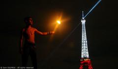 Fire-Eaters (Sam OULMOU) Tags: paris tower tour sam eiffel 2009 feu fireeater cracheur oulmou samoulmou