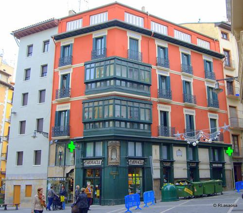 Edificio entre la Plaza Consistorial y el comienzo de la calle Nueva