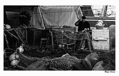 El pescador y sus redes (Rafa llanes) Tags: blanco negro tarragona pescador redes cambrills mywinners