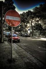 no transito (paride de carlo) Tags: auto street 3 cars parking salento hdr lecce segnale stradale exp divieto