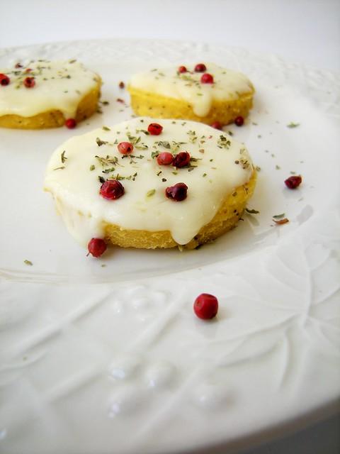 tondini con farina di ceci e semi di papavero