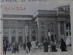 Одесский вокзал с пометкой места казни мародёра в апреле 1945.