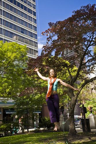 Jennifer Nehila - practitioner of slacklining, Rittenhouse Park