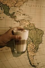 Kaffee vor der Welt. (ponyhut) Tags: coffee kaffee latte macchiato welt lecker sirop noisette weltkarte sirup nuss südamerika lattemacchiato wordl nusssirup