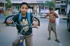 India #5: Rich kid, poor kid (zane&inzane) Tags: boy india man colour film landscape lab fuji superia indian olympus scan negative 400 fujifilm xa jaipur rajasthan xtra poorkid richkid iregretnottakingenoughshotswithfilm