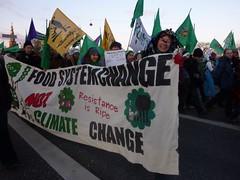 「農民之路」要求改變糧食體系,不要氣候變遷。陳思穎攝