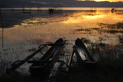 a couple (Mister Sempol) Tags: sunset lake couple canoe jukung buyan codet lakebuyan