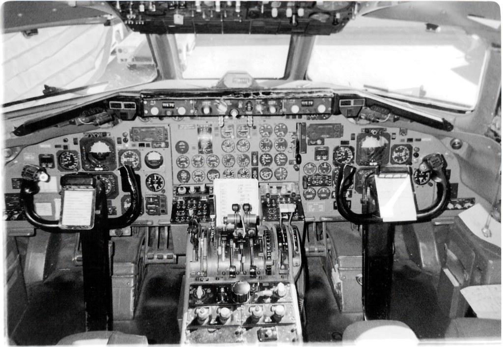 Midwest Express DC-9-30 Cockpit