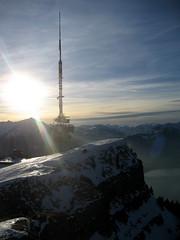 Niesen + Antenne auf dem Niederhorn , Kanton Bern , Schweiz (chrchr_75) Tags: lake mountains alps na