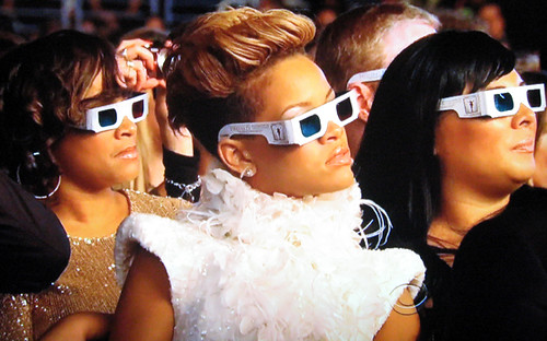 rihanna-grammys-3d-glasses-audience