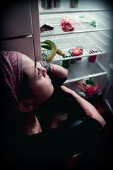 Contemplacin (denisekoirach.com) Tags: barcelona light food luz canon autorretrato nevera heladera refrigerador 50d