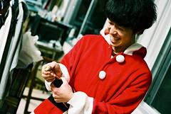 santa's vintage (troutfactory) Tags: santa christmas party film smile japan club fun 50mm champagne voigtlander rangefinder  osaka analogue kansai nokton  natura1600 bessat photographyclub