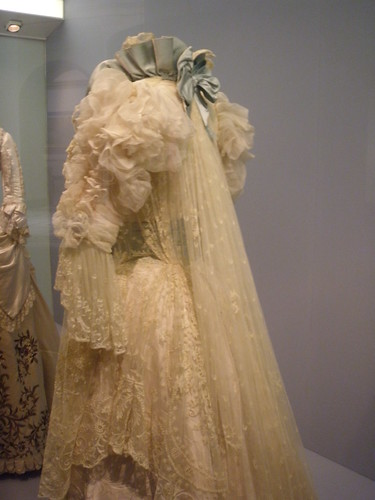 Victoria and Albert Museum - Tea-gown