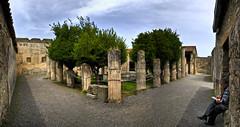 Colonne nella Casa dei Dioscuri, Pompei (I) (Panoramyx) Tags: italien italy panorama italia campania columns panoramica napoli naples pompeya hdr italie pompei nápoles italië colonne neapel columnas napels itàlia nàpols casadeidioscuri 72oreanapoli 72hoursinnaples 72horasennápoles 72horesanàpols 72heuresànaples 72stundeinneapel 72uurinnapels