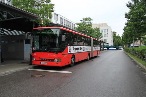 Selten zu sehen sind auch Regional-Gelenkbusse, wie dieses Exemplar am Ostbahnhof