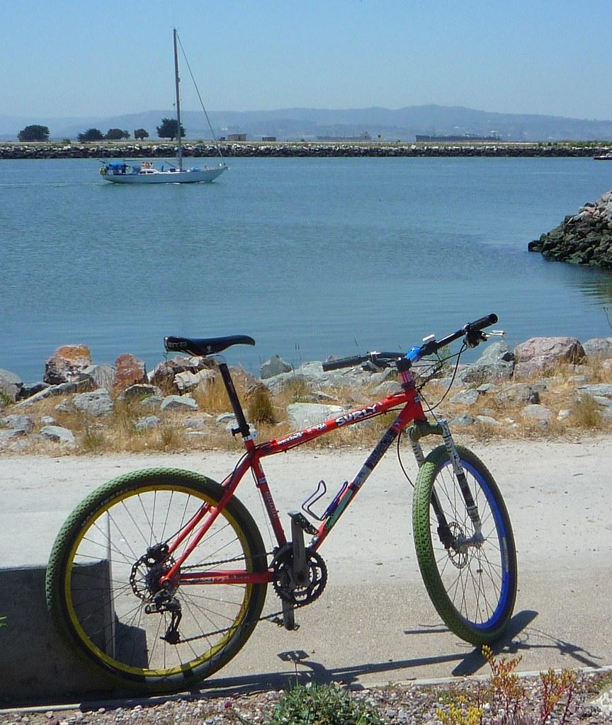 67da4d46d64 and my commuting bike: