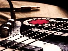 Quatro cordas que me fazem viajar (betinho_had) Tags: music grave rock bass sound som msica contra baixo volume cordas instrumento mximo captador