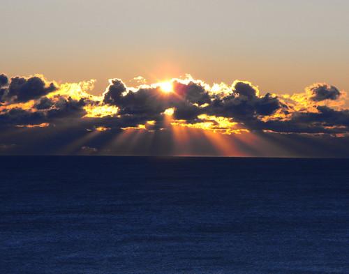 フリー画像| 自然風景| 朝日/朝焼け| 水平線/地平線| 太陽光線| 雲の風景|      フリー素材|