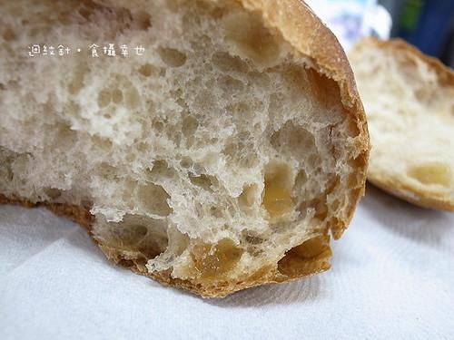 天和烘焙蜂蜜巧巴達麵包仔細看