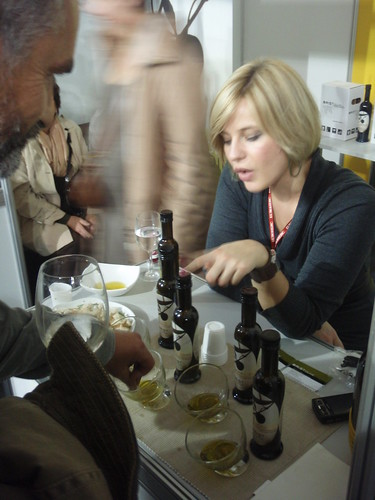 In an olive oil tasting avoid bread. Just drink it.