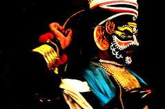 NAKRATHUNDI (conchabaños fotografía) Tags: travel viaje india color teatro theater colours theatre god performance kerala concha hindu banos cochin kochi hindi dios southindia viajar baños kathakali dioses nikond90 keralakathakalicenter